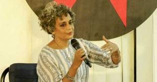 রাষ্ট্রীয় সংস্থা রাজনীতিকরণে গণতন্ত্র ক্ষতিগ্রস্ত: অরুন্ধতী